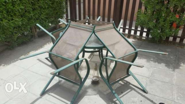 Outdoor seating-Round table and 4 chairs