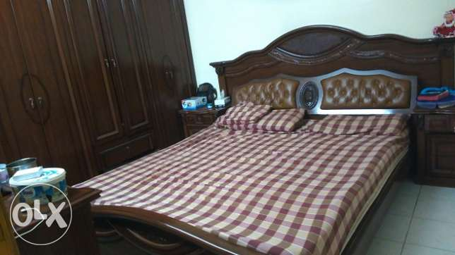 Excellent condition. King size bedroom set Bedroom set الدمام -  1