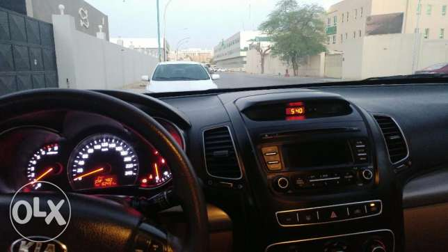 Family Used SUV neat and clean 3.3 liter V6 الرياض -  4