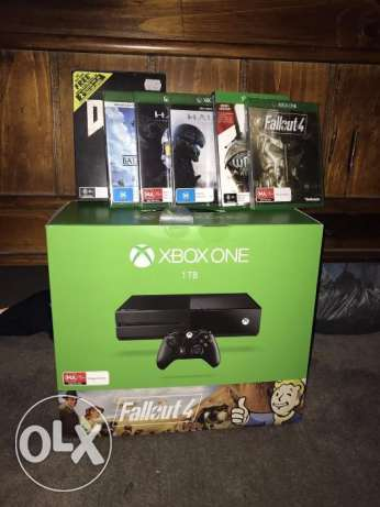 Xbox One with 2 controllers and 9 free games