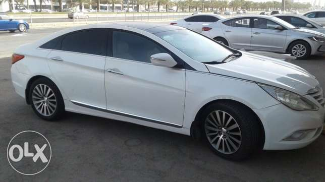 For sale Hyundai Sonata very neat and clean