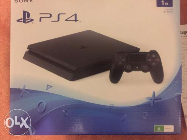 Sony Playstation 4 Slim 1tb 1 controller for sale