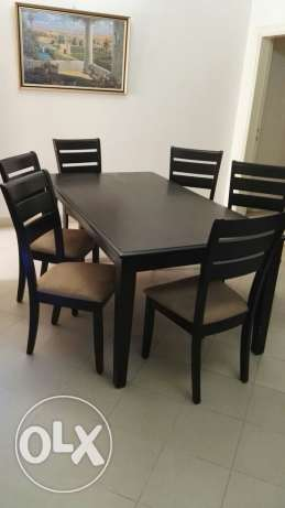Table and 6 chairs طاولة سفرة