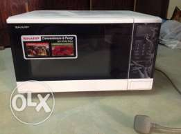 MICROWAVE OVEN (Almost New Condition)