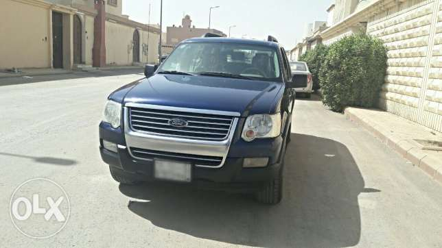 Ford Explorer 2007 4/4 Price = 22000 All is original