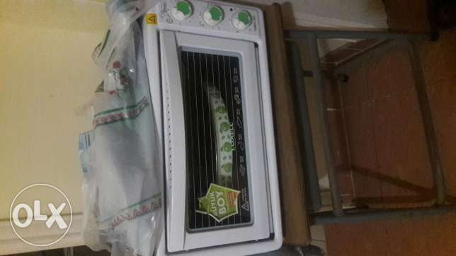 Micro oven .wahing machin dry .water despensr .clener