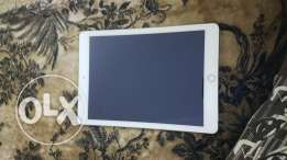 Ipad air 2 16gb 4g color gold like new condition with all acessories