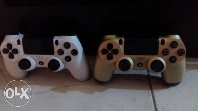 ps 4 white with 3 games n 2 controller الخبر -  2
