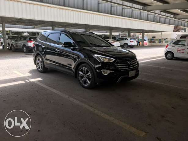 Hyundai Santa Fe Grand 2014 Mid Option Black SUV for Sale.
