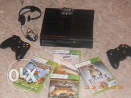 xbox 360 e with 7 original games + 2 controllers