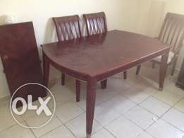 Dining table heavy wood and very good quality + 6 chairs