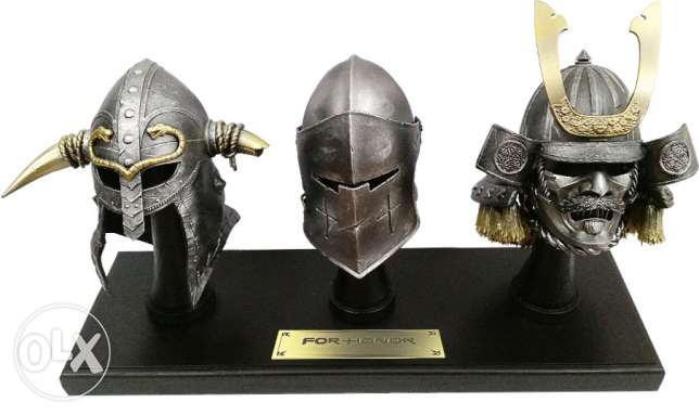 For Honor Collector's case (three metal helmets)