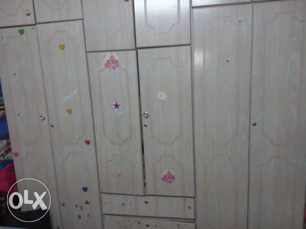 Selling 6 doors cupboard with upper draws الرياض -  1