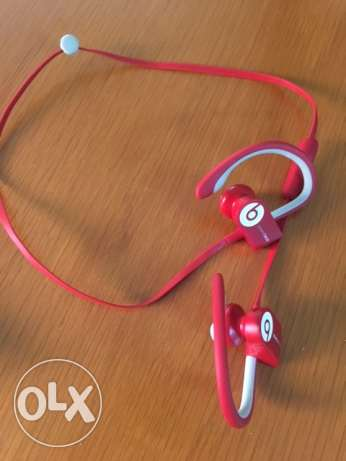 Power Beats 3 Bluetooth earphone