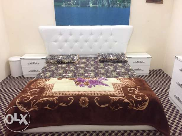 A Classy White 7 piece Bedroom set. Almost new. مكة -  1