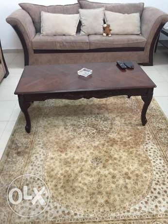 living room 7 persons very good condition with rug
