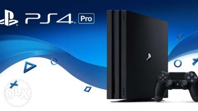 Play station 4 pro with camer 2 arms