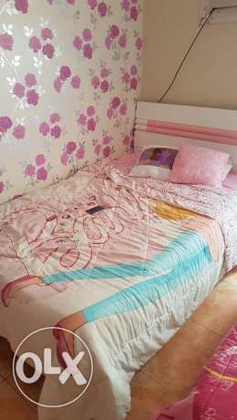 2 girls bed with matters with closet and table office ٢سريرين مع فرشه