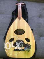bahraini oud with tuner