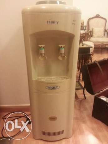 Water Cooler Unit with four free water gallons