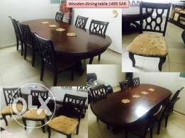 6 seater wooden dining table in very good condition