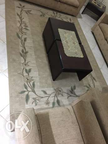 7 seater sofa with 4 side tables and carpet جدة -  4