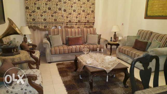 Saloon with 2 chairs as per picture in Immaculate condition