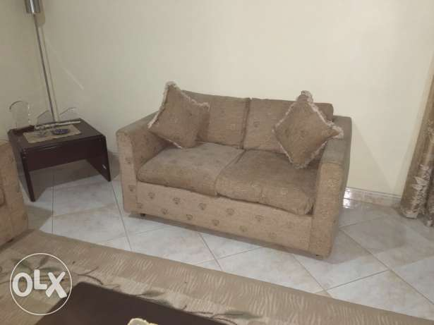 7 seater sofa with 4 side tables and carpet جدة -  1