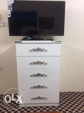 A Classy White 7 piece Bedroom set. Almost new. مكة -  8