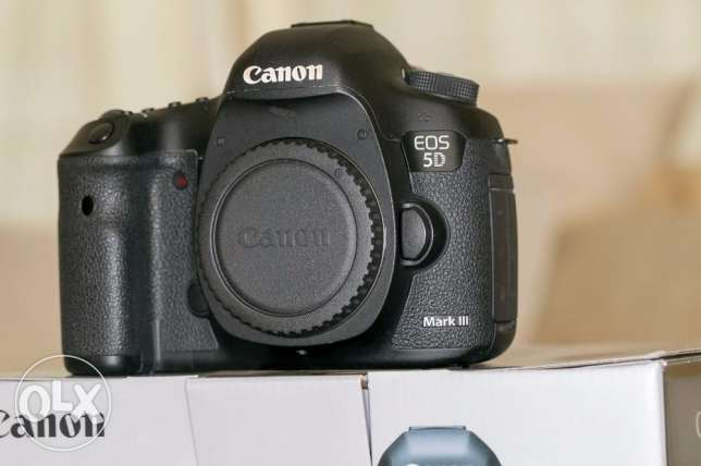Canon EOS 5D Mark III 22.3MP Digital SLR Camera + lens Kit w/ EF