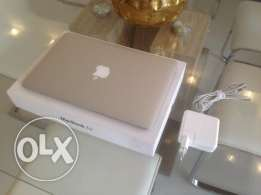 with full accessories Apple macbook Air 13.3 Inch with warranty