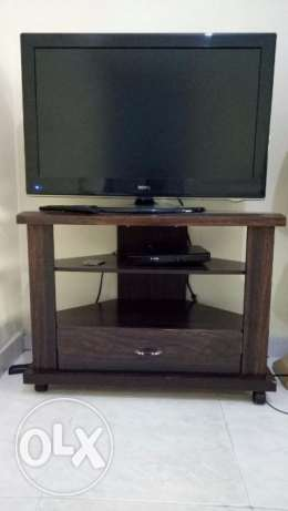BENQ TV 32 IN + Table
