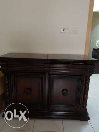 Al Mutlaq - 10 seater Dinning Table with buffet table & Side board الرياض -  4