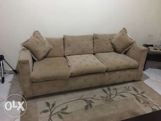 7 seater sofa with 4 side tables and carpet جدة -  7