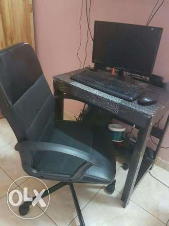 IKEA Revolving office chair/ IKEA Table الرياض -  4