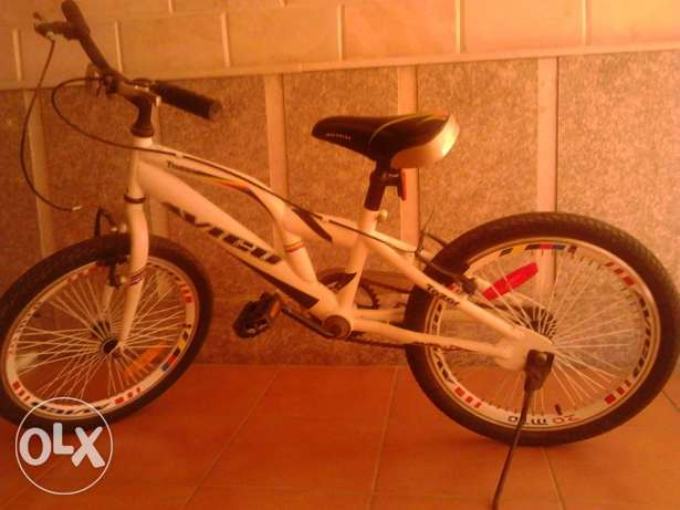Avico tazor original Mountain/sport bike. Used but in a good condion