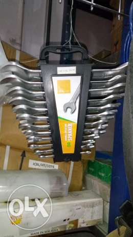 Spanners set and hammers for wholesale price