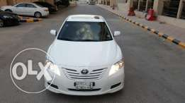 Welkept white Toyota Camry 2008; full options; comfort & driving taste