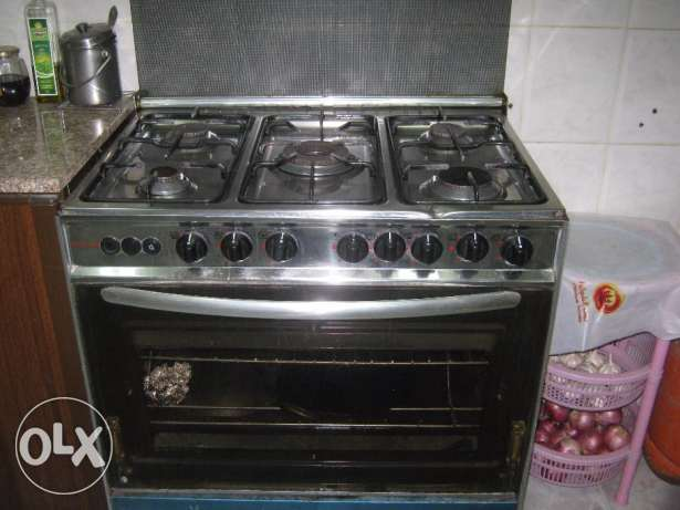Cooking range with 5 burners الخبر -  1
