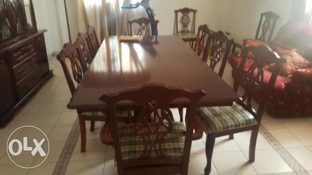 Beautiful 10 chair solid wood table with buffet in perfect condition