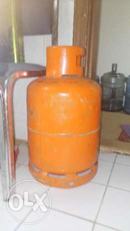 Gas stove and cylinder