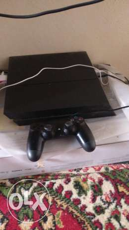 Ps4 console with 9 games 1 controller