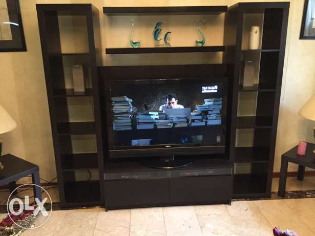 tv cabinet and tv
