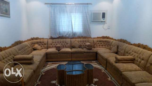 A very good & nice majlis 500 S.R. (9 parts+5 table) + large carpet
