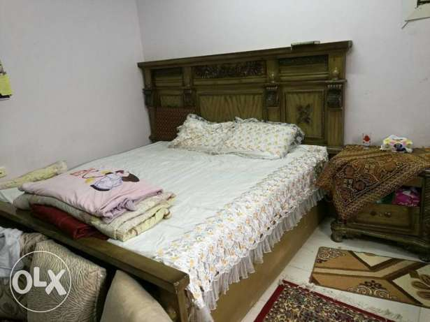 1 Bed Set King size with 6 door cupboard and Dressing table