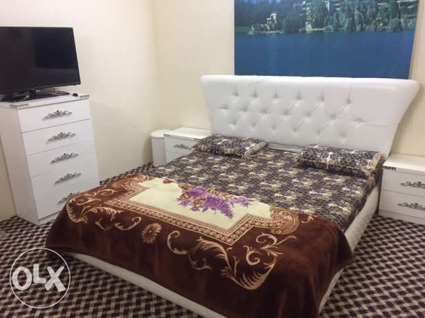 A Classy White 7 piece Bedroom set. Almost new. مكة -  2
