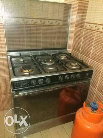 Cooker with oven and gas cylinder
