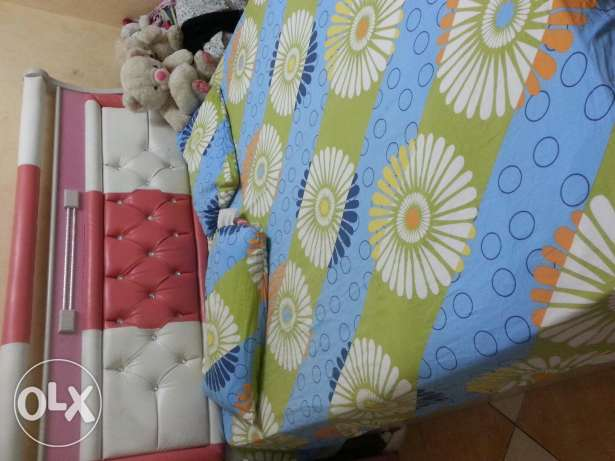 Bed set with few months used