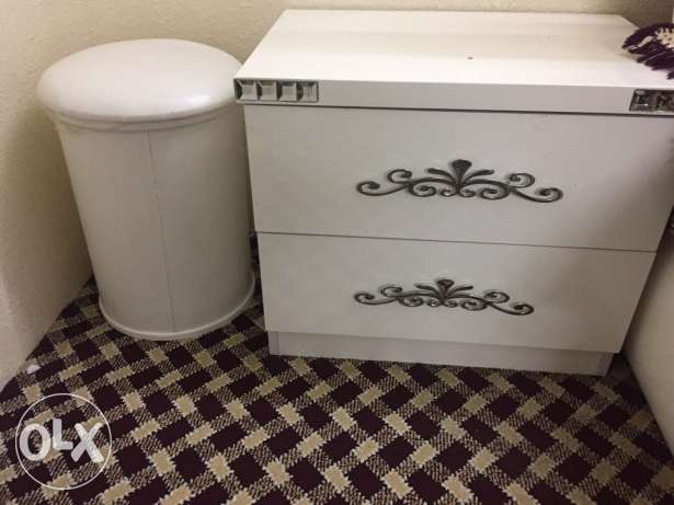 A Classy White 7 piece Bedroom set. Almost new. مكة -  3