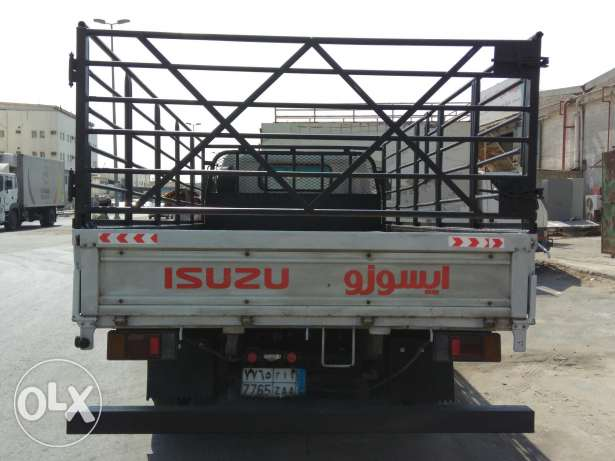Isuzu truck for sale 2005